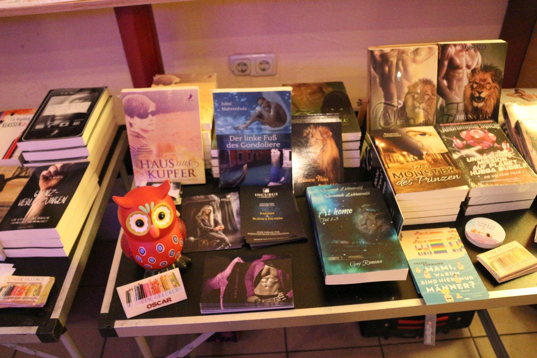 Büchertisch03